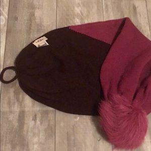 UGG scarf with pom